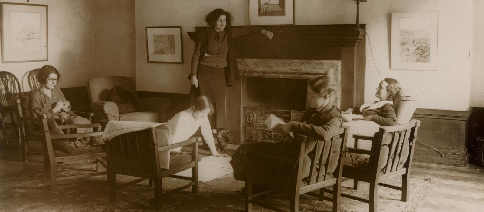 1933 student Common Room in Deneke