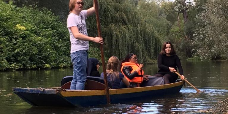 Foundation Year students 2016/17 punting on the Cherwell
